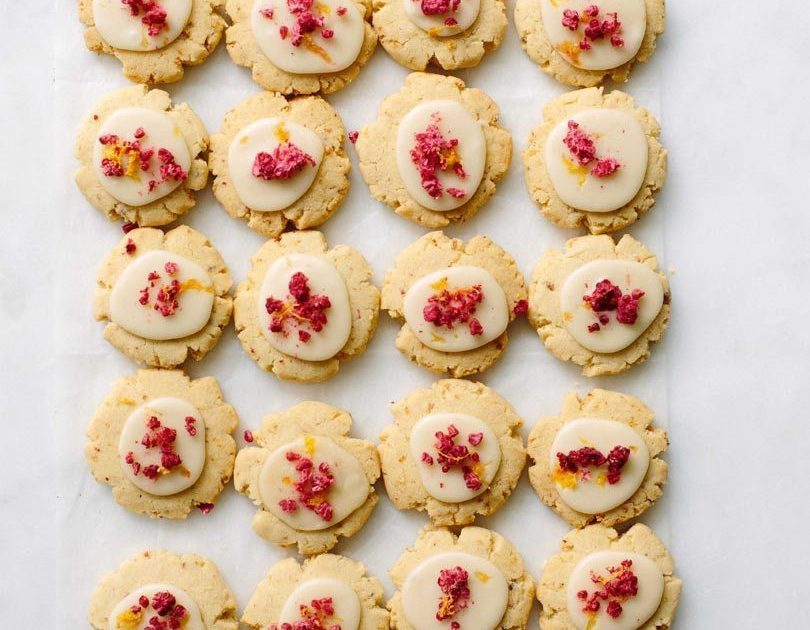LEMON, RASPBERRY & PINK PEPPERCORN BISCUITS
