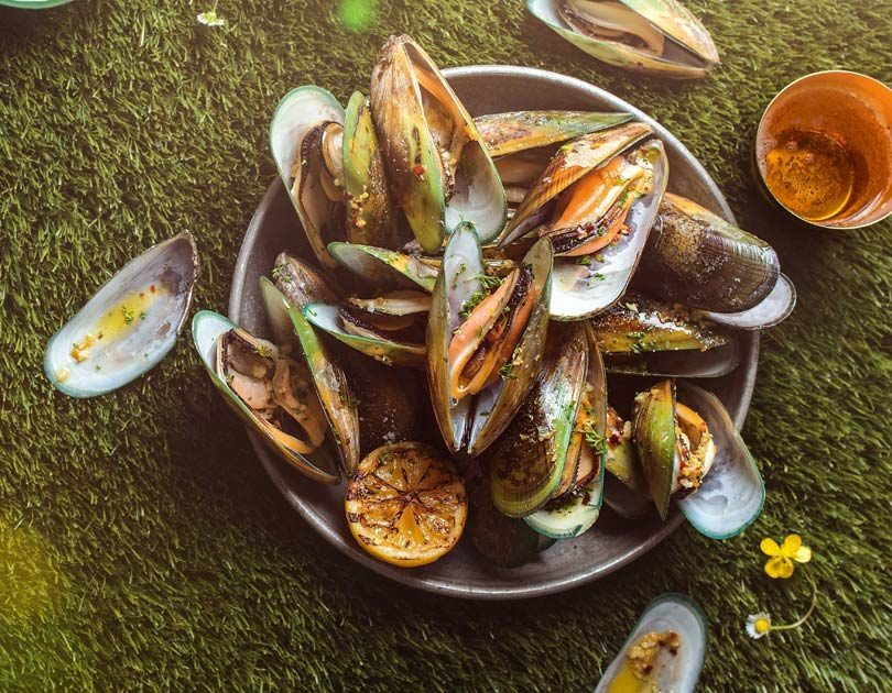 MUSSELS WITH CHILLI, LEMON & GARLIC BUTTER