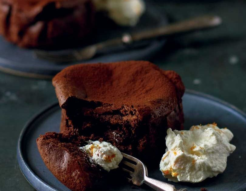 EARL GREY CHILLI CHOCOLATE CLOUD CAKES WITH MANDARIN CREAM