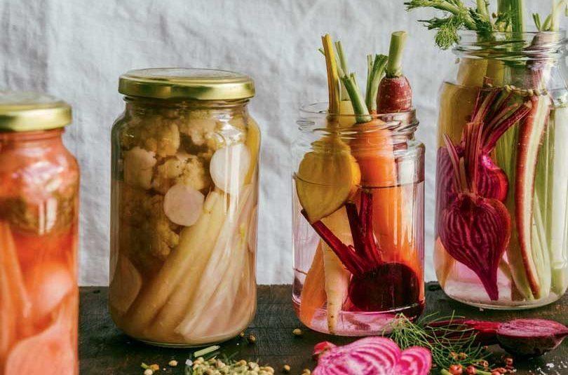 FERMENTED GARLIC & TURMERIC PROBIOTIC PICKLES