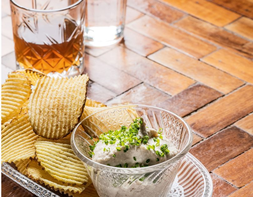 CHIPS & ONION DIP